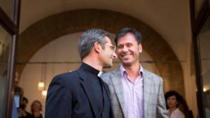 Fonte: http://news.yahoo.com/vatican-fires-gay-priest-eve-synod-111749759.html