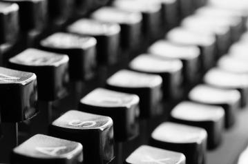typewriter-726965_1920.jpg